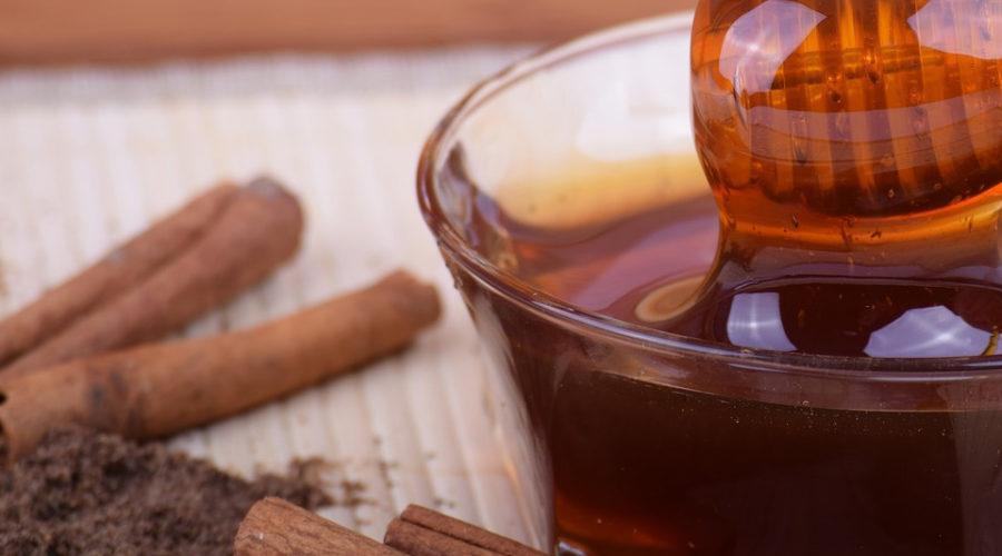 Zimt Honig Wasser Tee ist gesund und hilft beim Abnehmen