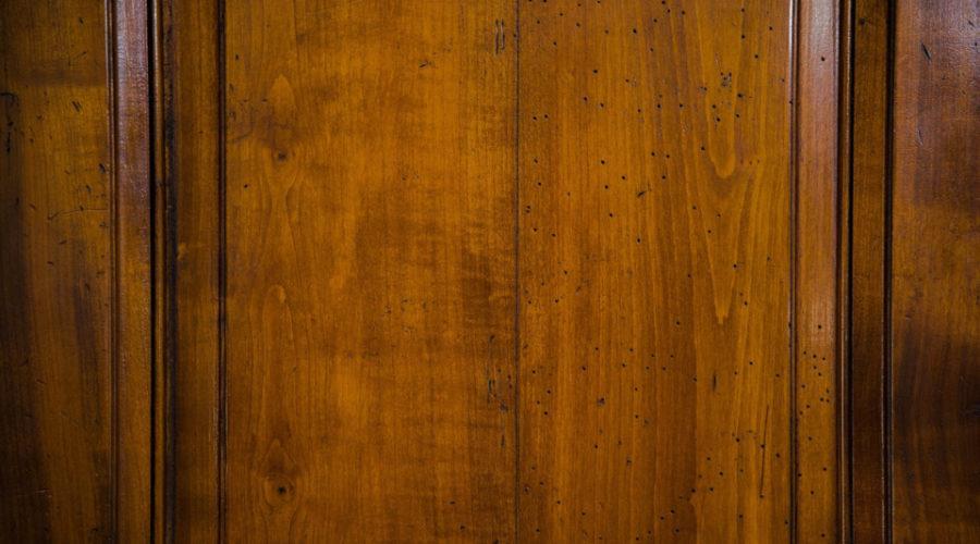 Tür eines Wabenschranks
