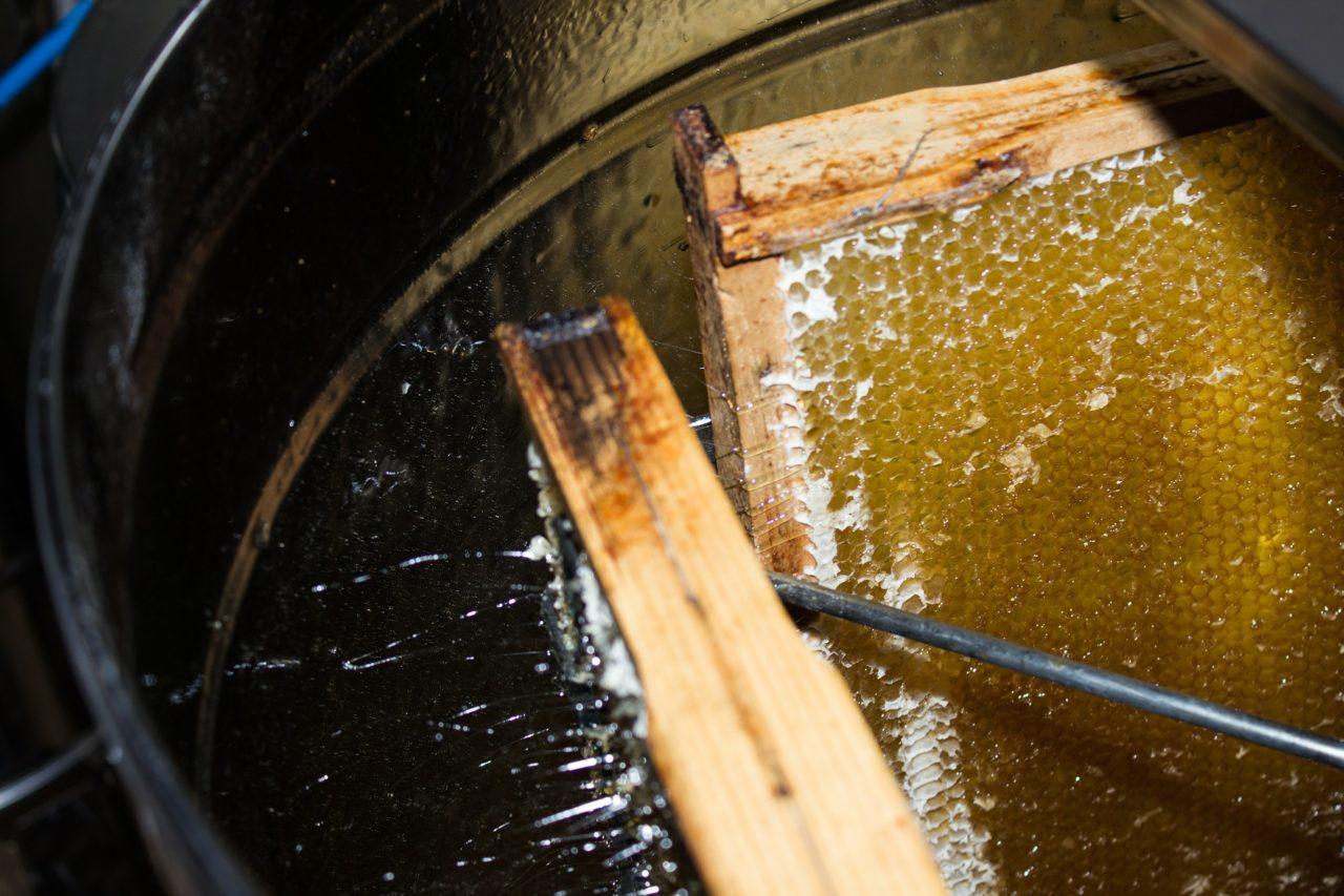Honigschleuder aus Metall - Metallhonigschleuder - kaltschleudern