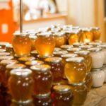 Die zahlreichen Honigsorten haben eines gemeinsam – sie schmecken und sind gesund. Foto: ProjectP via Twenty20